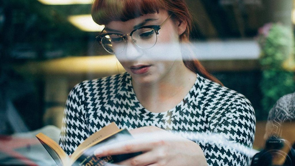 Do cheap reading glasses damage your eyes?
